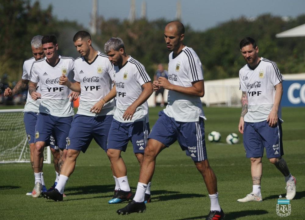 ¿Con Saravia y cinco defensores contra Brasil?