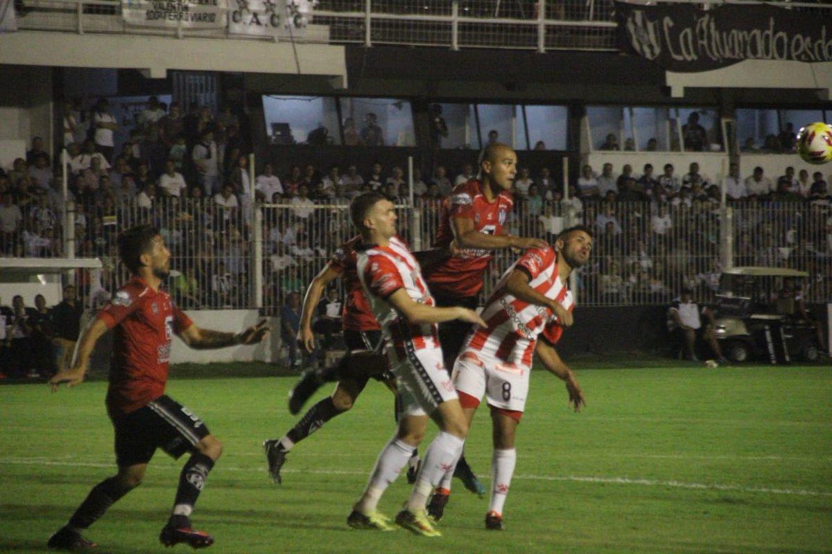 Un contundente Instituto venció por 3-1 a Central Córdoba como visitante