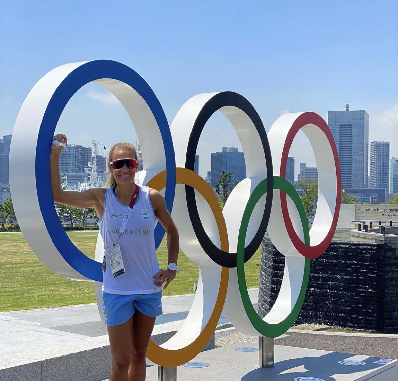 Ana Gallay no descuida la ayuda social mientras disfruta su tercer Juego Olímpico
