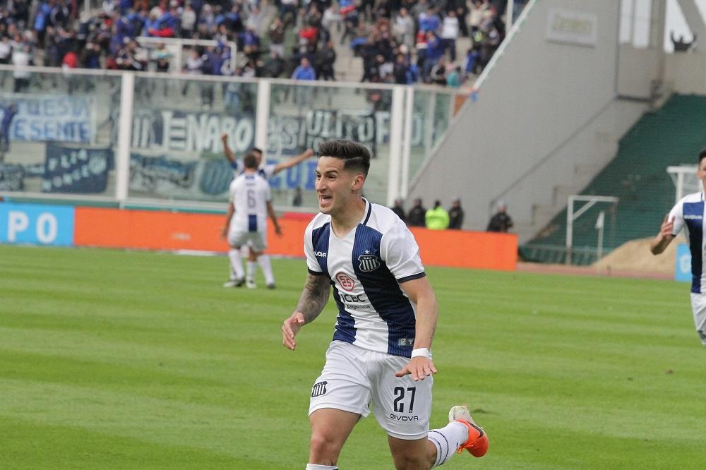 Menéndez abrió el partido con un golazo, siendo el destacado