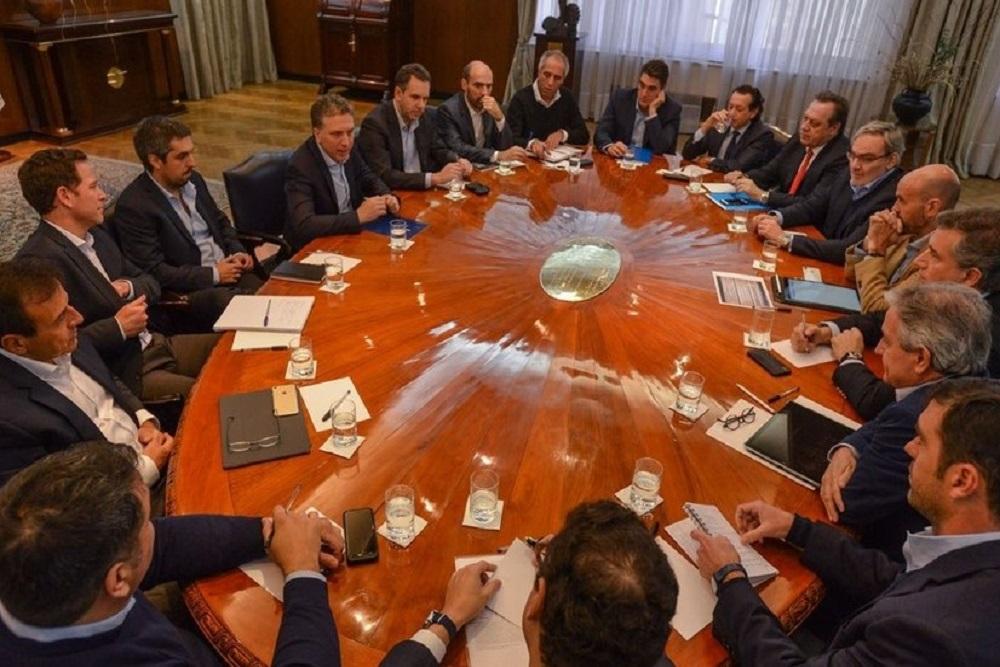 Dujovne aseguró a inversores que Argentina no emitirá deuda hasta 2020