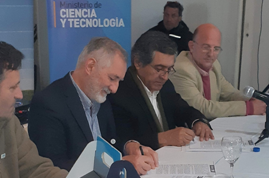 La Provincia firmó un convenio con la Fundación Maní Argentino