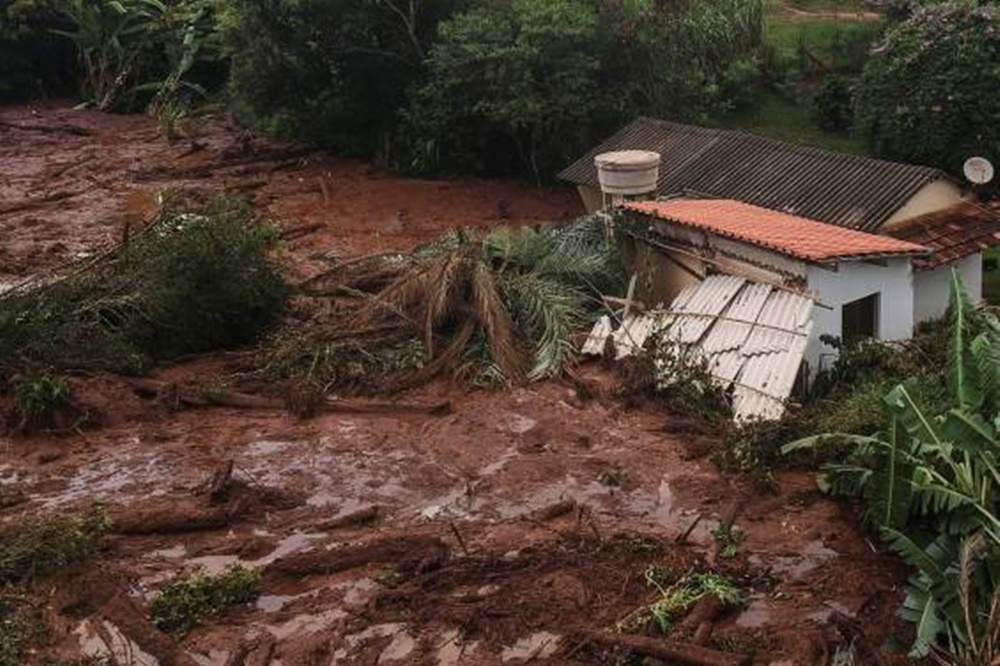 Asciende a 58 la cifra de muertes por la avalancha de lodo en Brasil