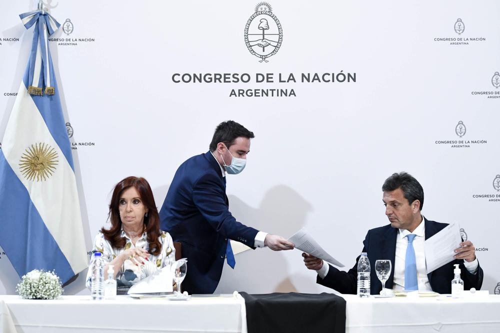 Entrega de informe Bicameral escuchas CFk Massa Télam