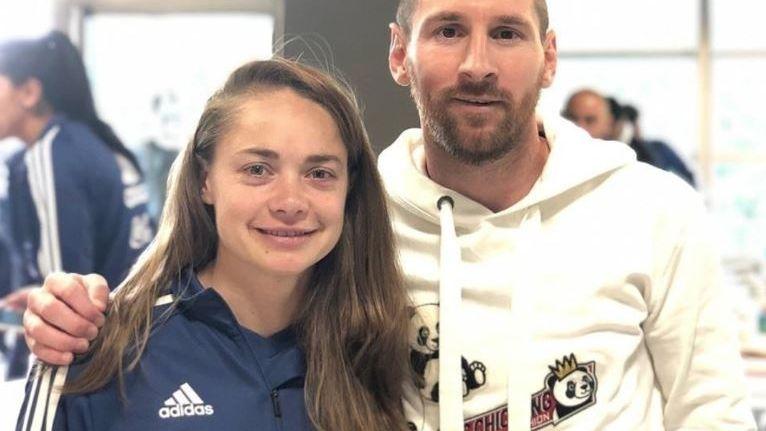 Lionel Messi y Estefanía Banini, y las dos selecciones unidas