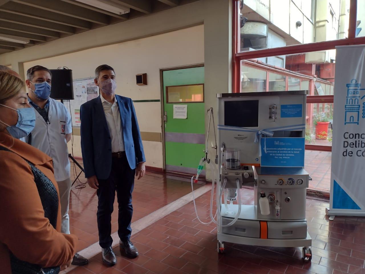 entrega de equipamiento Hospital de urgencias 2 LNM