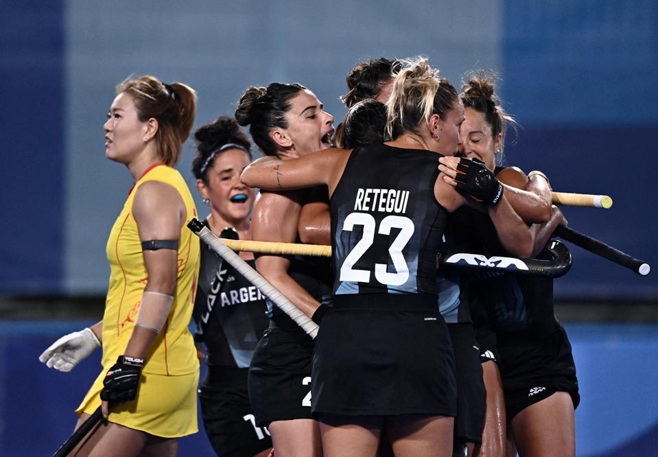 Las Leonas vencieron a China y clasificaron a cuartos de final