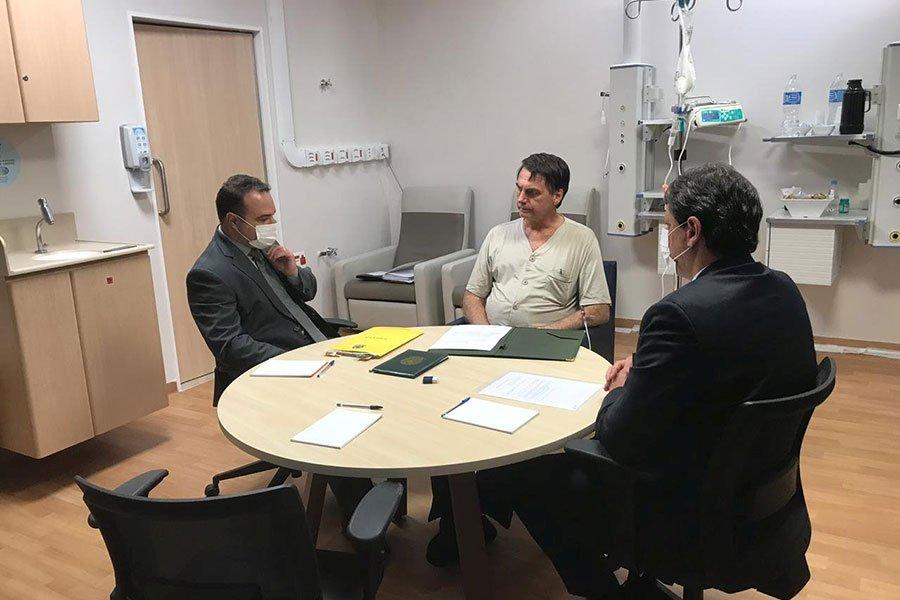 Tras 18 días, Bolsonaro recibió el alta médico y viaja a Brasilia