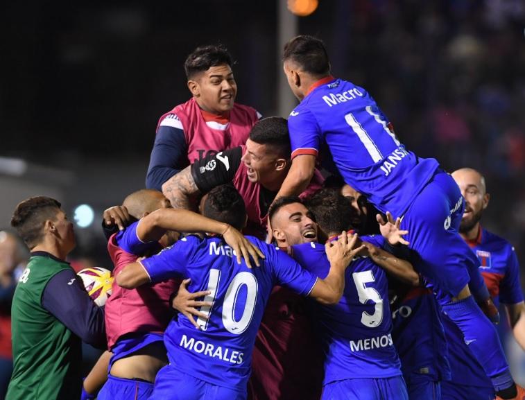 Tigre goleó a Atlético Tucumán y está a un paso de la Superfinal