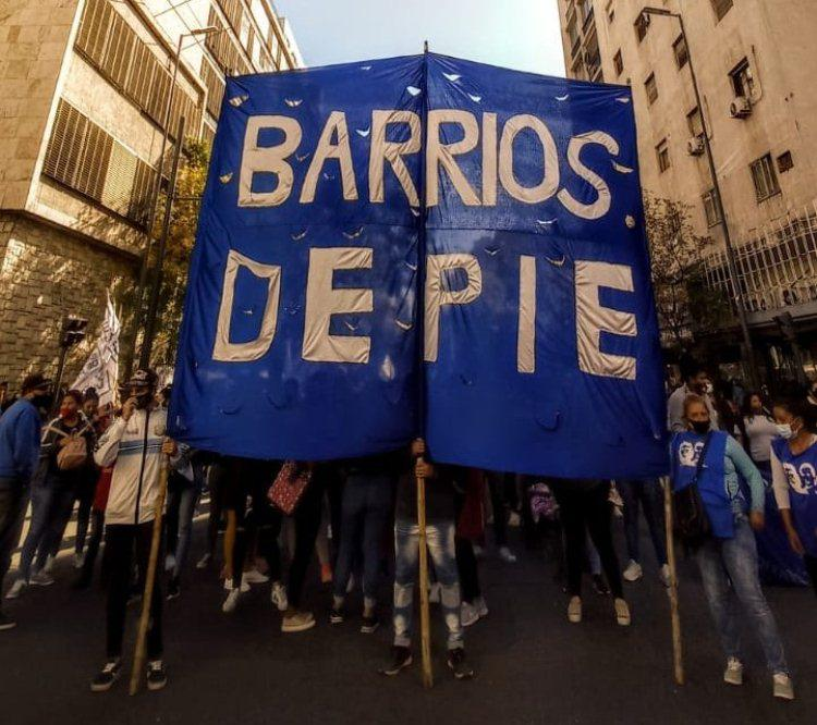 Marcha Barrios de Pie by Twitter