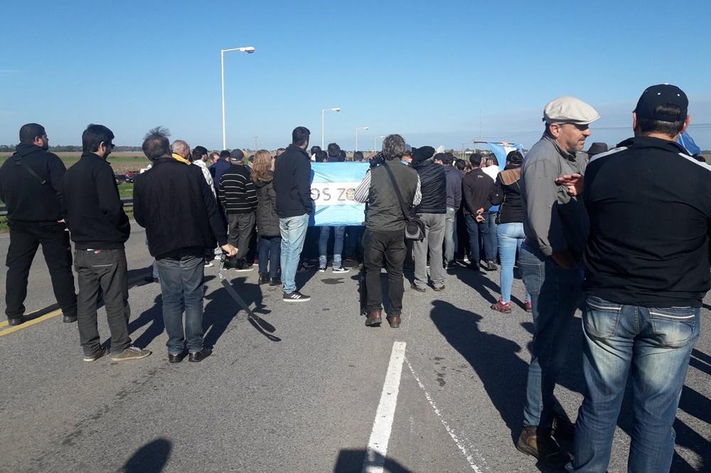 Productores inundados reclamaron soluciones con una protesta en Oliva
