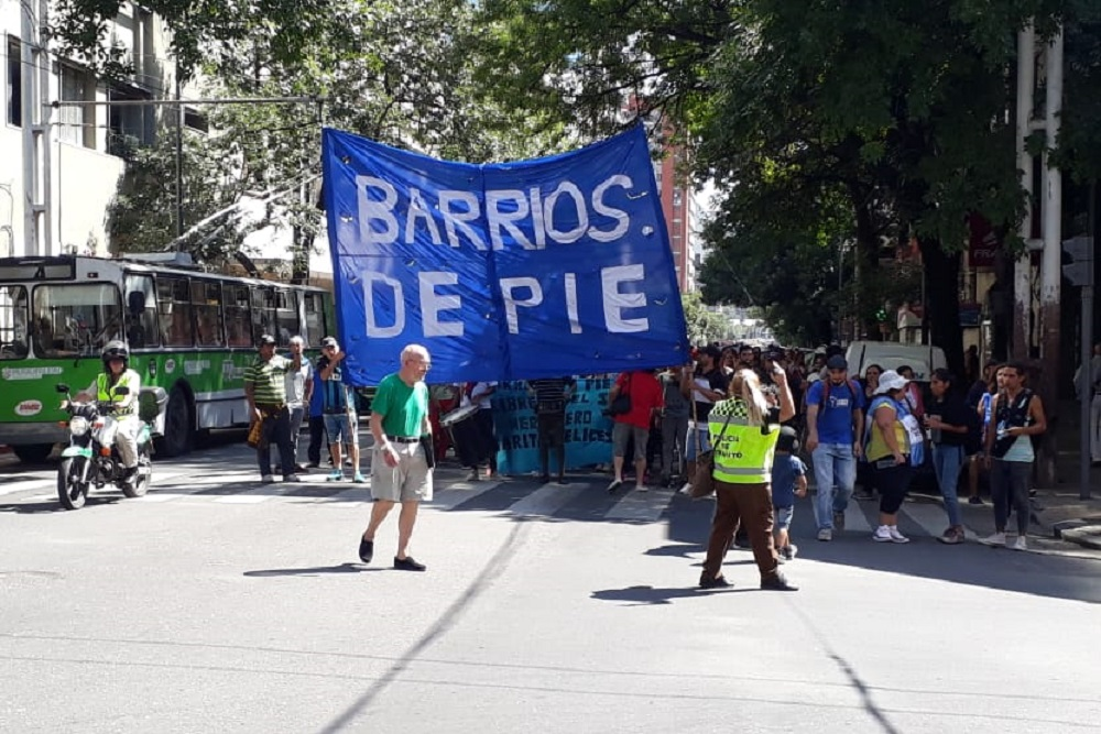 barrios de pie marcha by Gerardo Fornasero