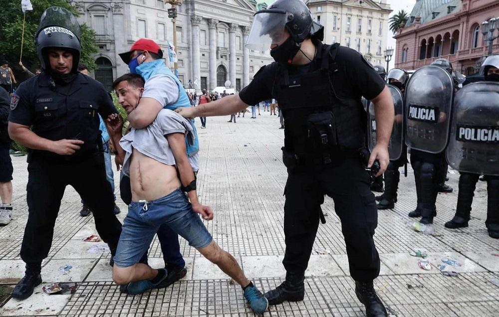 Rosario Plus represión en casa rosada