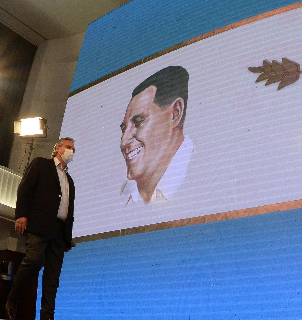 Alberto Fernández ingresa acto 17 de octubre Perón
