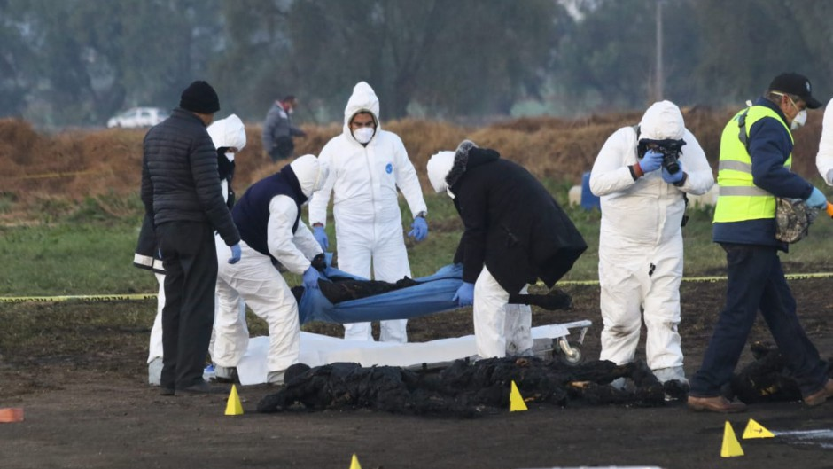 México: suman 66 los muertos al explotar una toma ilegal de combustible
