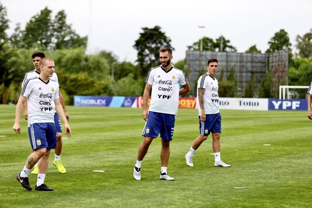 Otamendi y Salvio también son bajas en la Selección