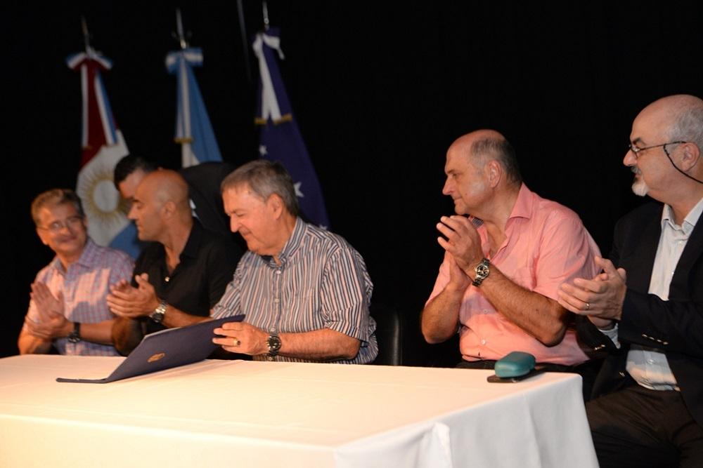 El gobernador Juan Schiaretti rubricó en Río Tercero el convenio de aporte de subsidios al transporte urbano. - Foto: Prensa gobierno provincial