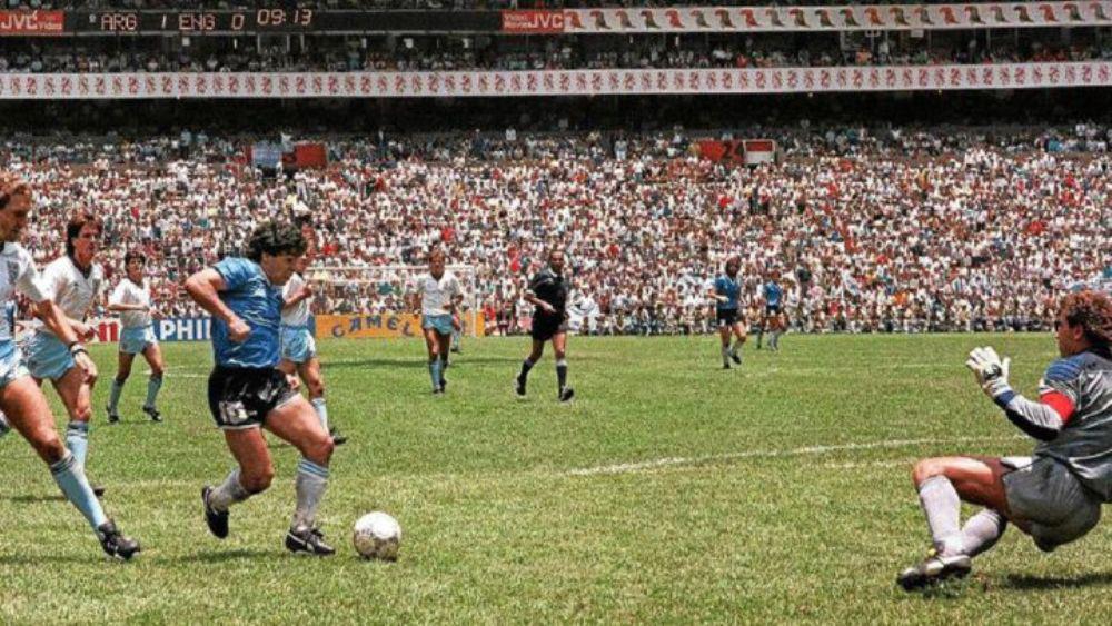 """A 35 años del """"Barrilete Cósmico"""" y el gol imposible que nos emocionó a todos"""