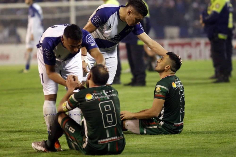 Insólita protesta de futbolistas en Tucumán por fallos arbitrales