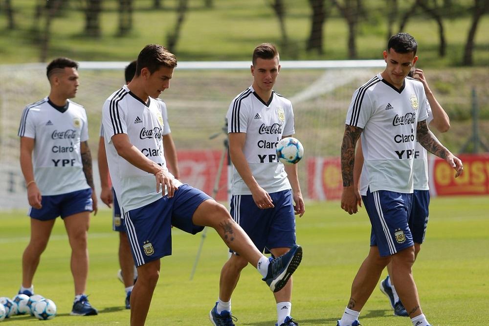 Scaloni pone línea de tres defensores ante México este martes, sin Dybala