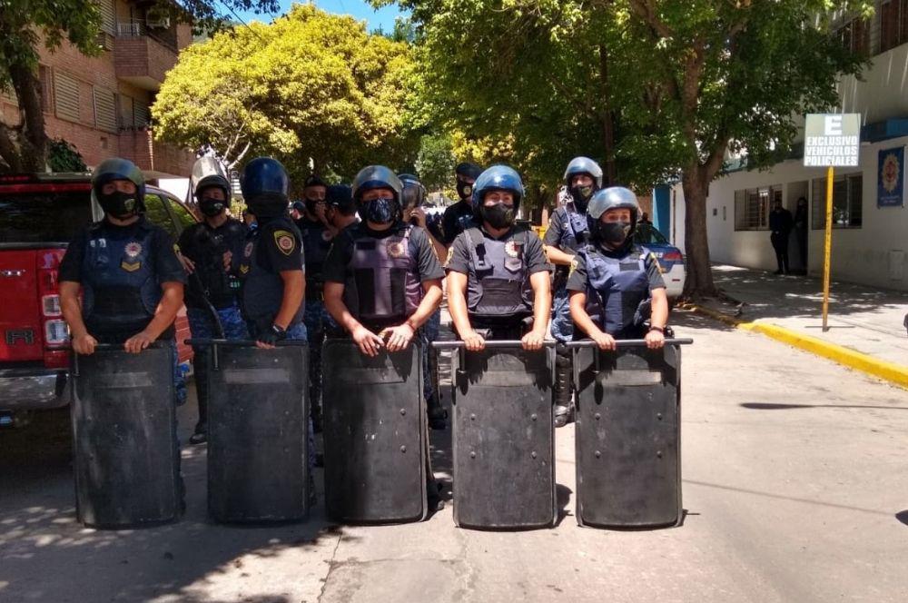 Policia en movilizacion de la Coopi