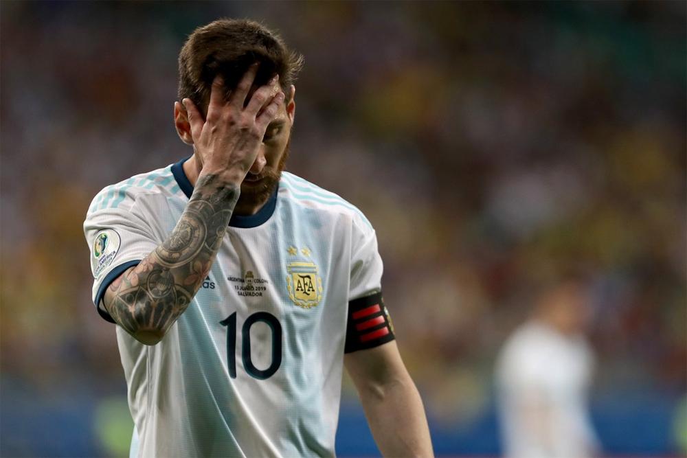 Copa América: Argentina arrancó con el pie izquierdo y perdió 2-0