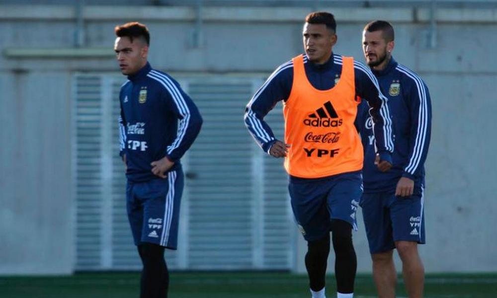 Suárez compartió delantera con Messi y podría ser titular