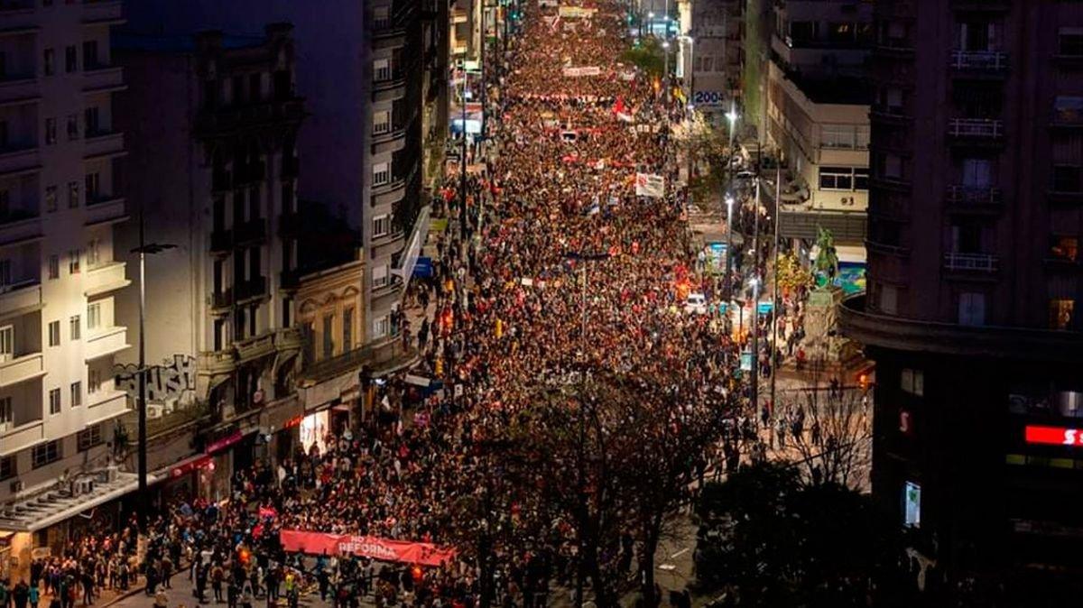 Uruguay: multitudinaria protesta contra presencia de militares en las calles