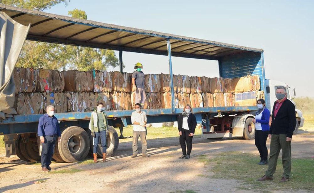 Gustavo Benedetti junto a un cargamento de material recuperado. © Municipalidad de Arroyito