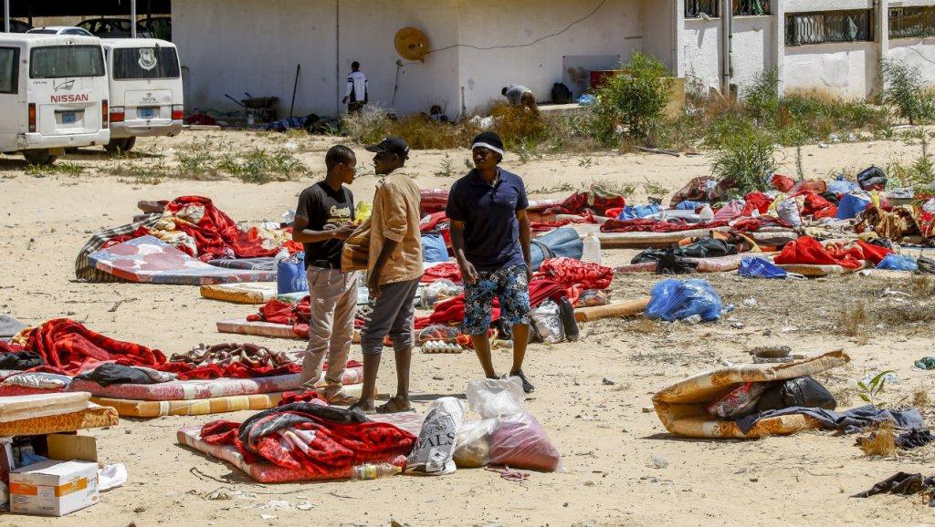 Libia: ya son 53 los muertos en el bombardeo a un centro de migrantes