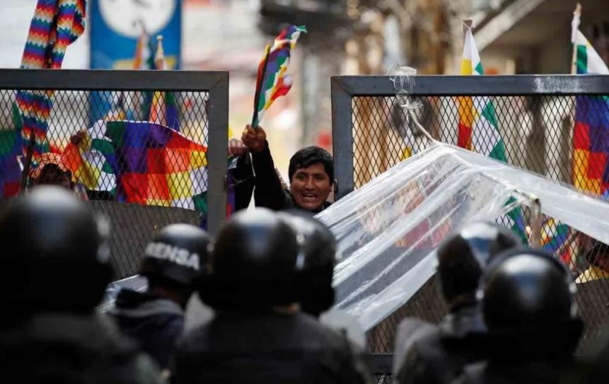 Bolivia: el Senado busca llamar a elecciones sin Morales ni Linera