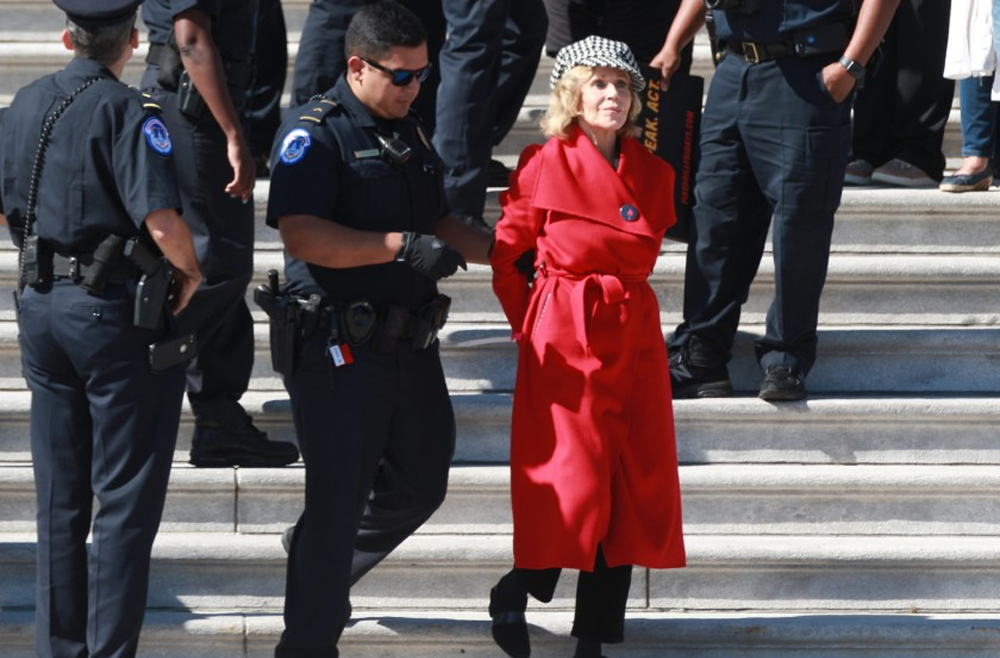 Arrestaron a Jane Fonda por protestar frente al Capitolio de Washington