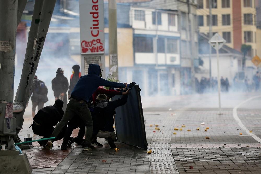Tres muertos y más de 270 heridos durante las protestas en Colombia