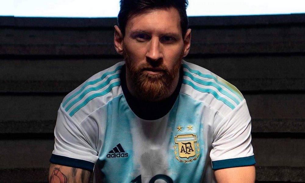 La Selección argentina presentó oficialmente su nueva camiseta