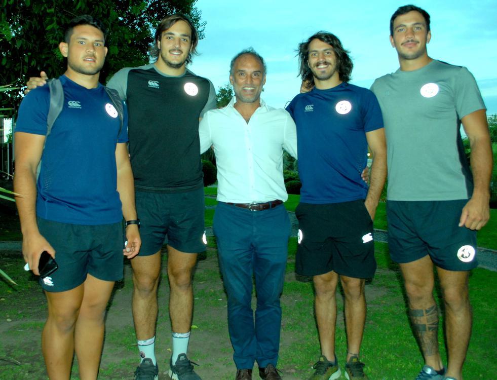 Felix Paez Molina (centro, presidente de la Unión Cordobesa de Rugby) con Leonel Oviedo (Córdoba Athletic), Franco Molina (Jockey Club Córdoba), Leopoldo Herrera (Córdoba Athletic) y Conrado Roura (Palermo Baj (1)