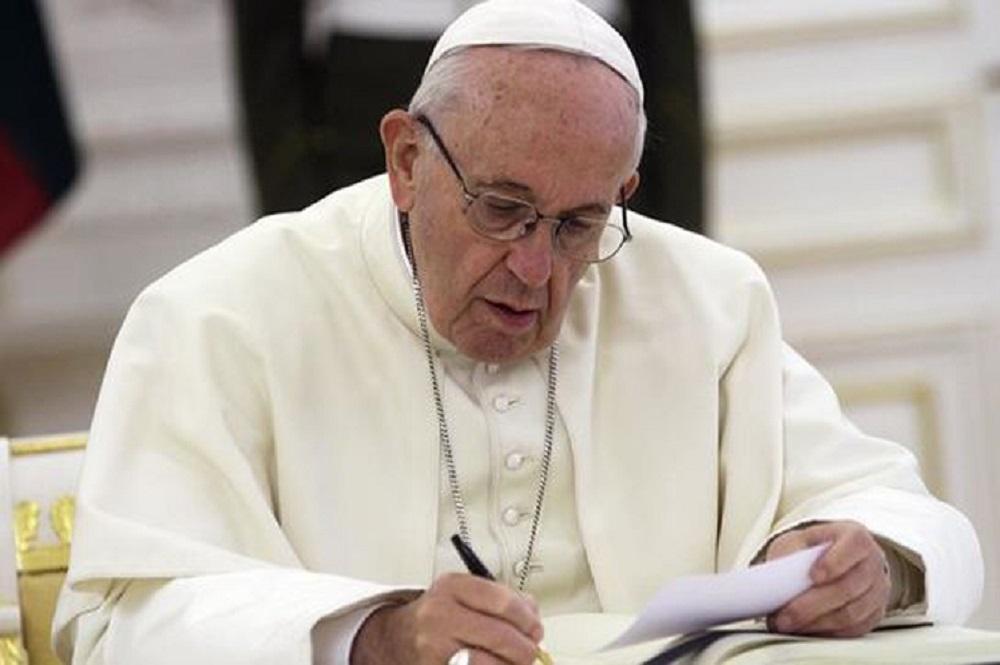 El Papa pidió medidas concretas al abrir cumbre contra pederastia