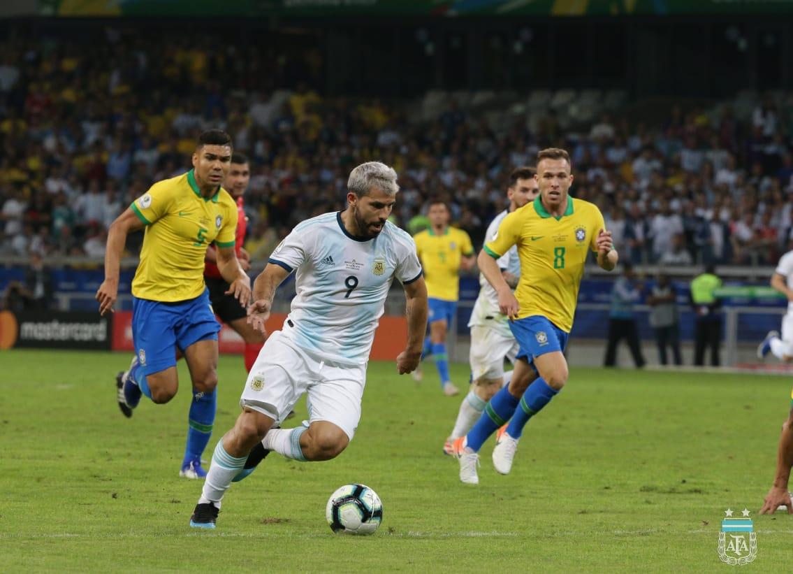 AFA presenta queja en Conmebol por el arbitraje ante Brasil