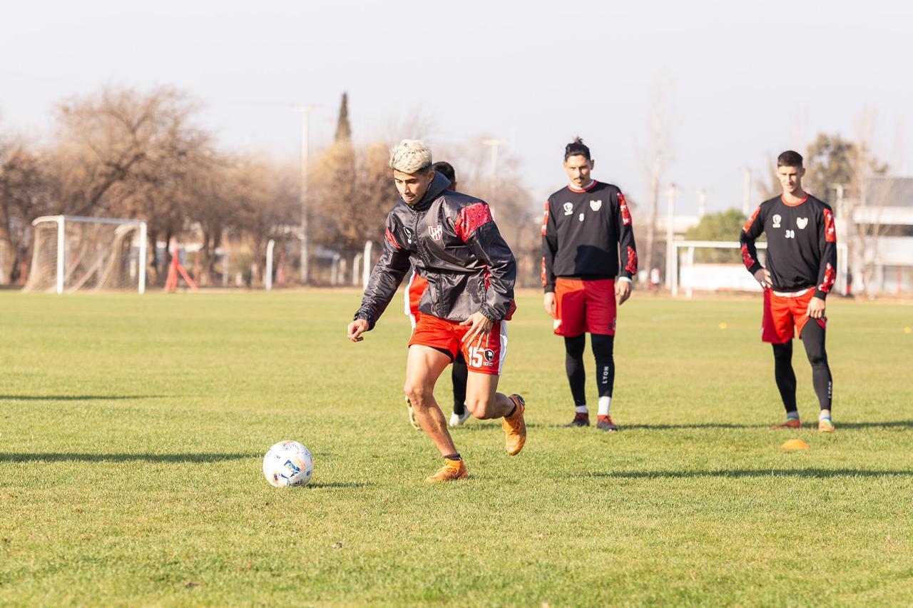 Tres juveniles de La Agustina fueron promovidos al primer equipo de Instituto