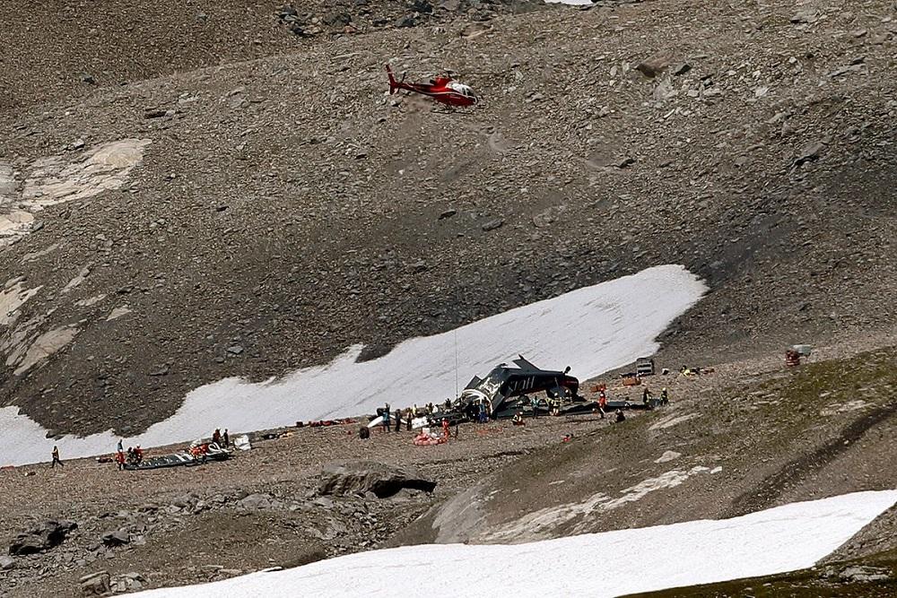 Suiza: mueren 20 personas tras caer un avión militar de colección