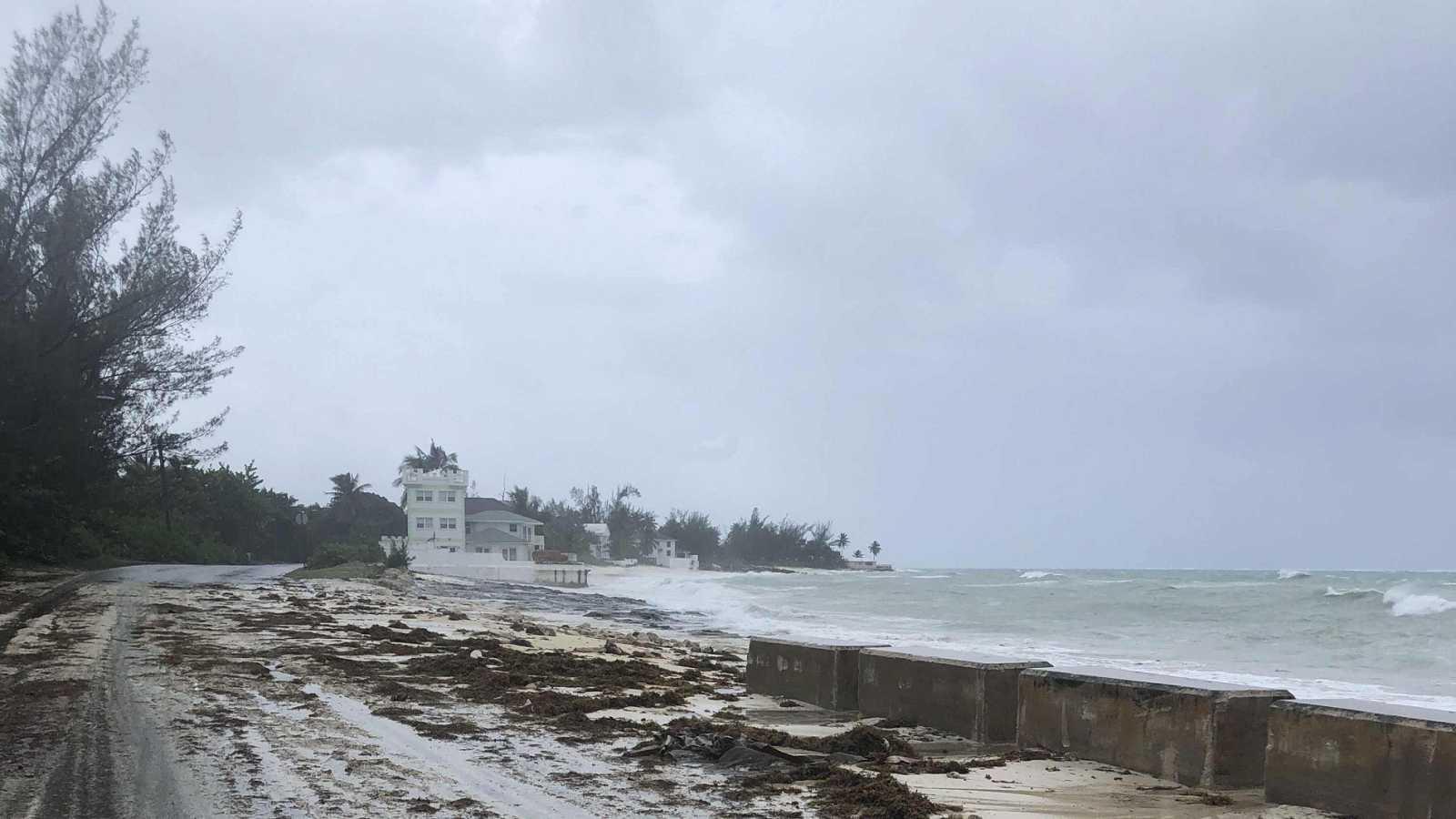 """Dorian azotó Bahamas: cinco muertos y """"numerosos cuerpos flotando"""""""