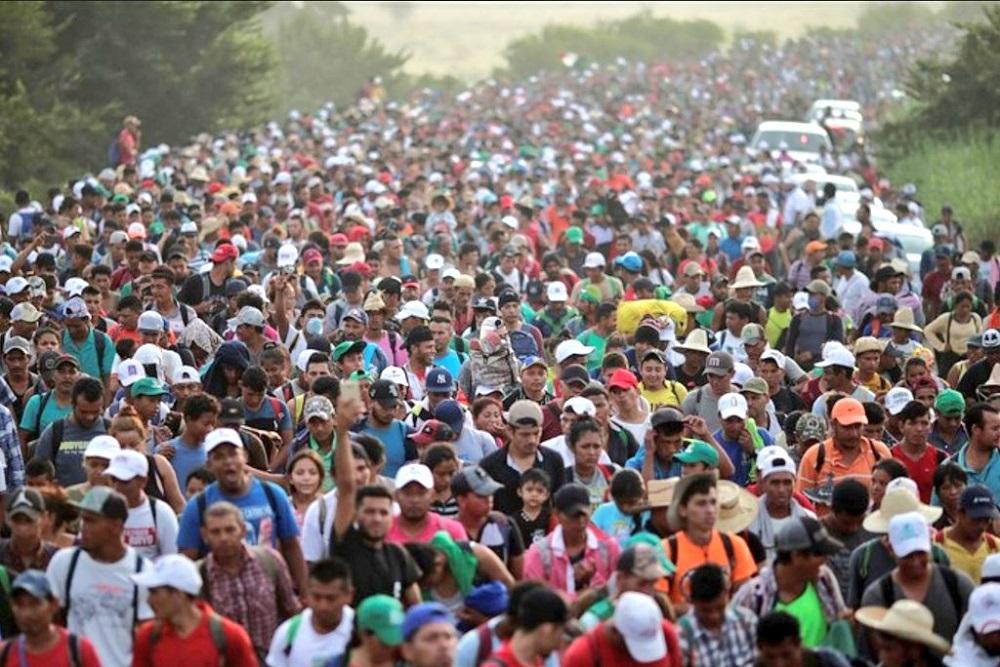 Caravana de migrantes descansan en México, mientras EE.UU alambra la frontera