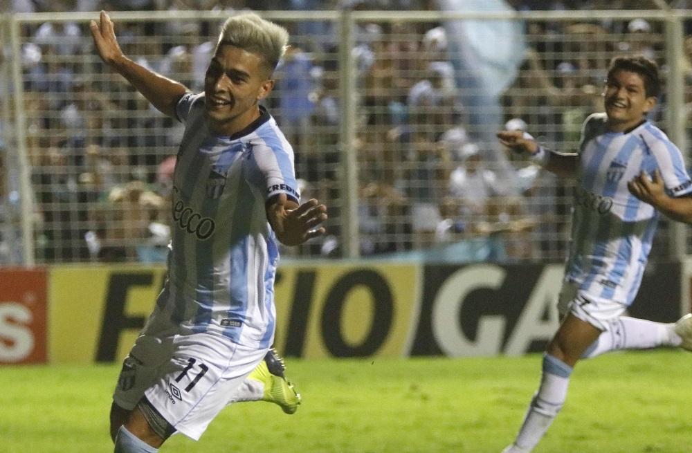 Atlético Tucumán se hizo fuerte en su cancha y le ganó 4-2 a Independiente