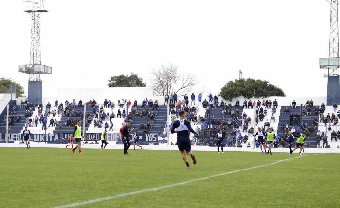 Realizaron una práctica de fútbol abierta a la gente en Talleres