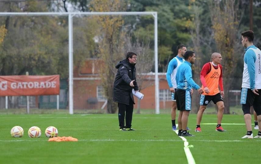 En Belgrano, Berti sigue buscando variantes en el equipo